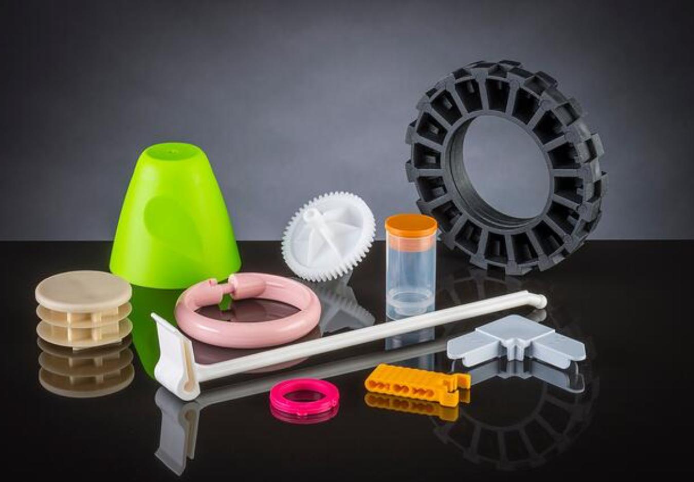 Custom Plastic Molding: Thermoforming vs Injection Molding